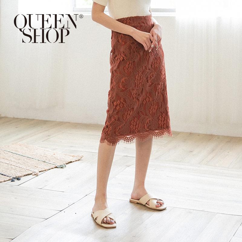 Queen Shop【03070092】優雅花布蕾絲中裙 兩色售 S/M/L*現+預*