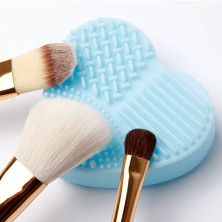 愛心/蛋型 刷具清潔矽膠板(1入) 刷具清潔 刷具清潔板 洗刷蛋 洗刷版 兩款可選 顏色隨機