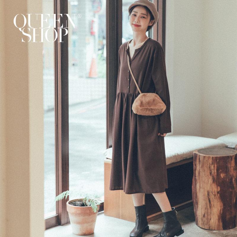 Queen Shop【01084709】排釦棉麻抓皺造型洋裝 兩色售 *現+預*