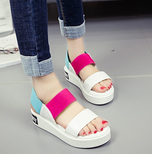協貿國際新款鬆糕涼鞋夏季平底學生簡約百搭平跟厚底舒適白色女鞋1雙入