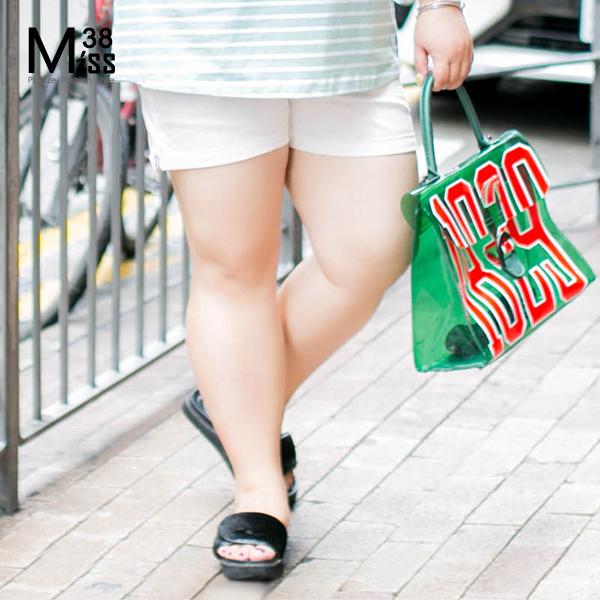 Miss38-現貨隨性白寬鬆A字反折褲腳開扣彈力中腰短褲熱褲A07701