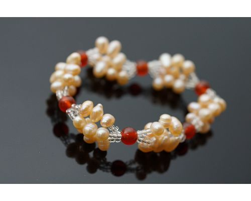 紅玉髓粉橘色淡水珍珠手鍊想要表達自我時銀粉橘色的光芒閃耀著神祕的風采很受歡迎的飾品