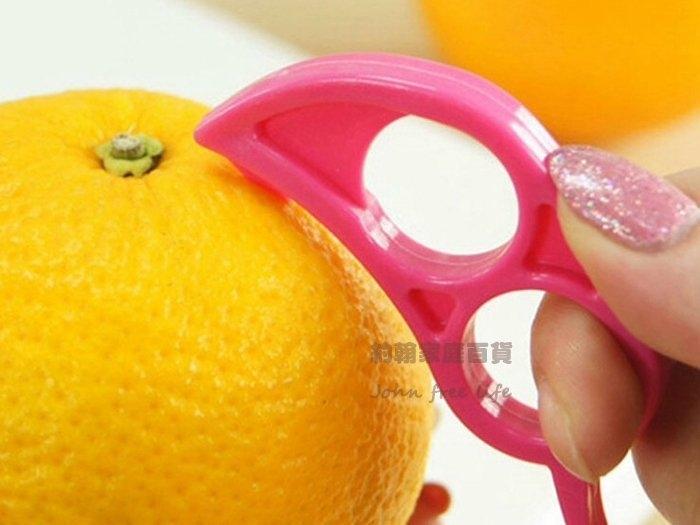 約翰家庭百貨》【AG470】老鼠造型巧妙開橙器 剝橙器剝皮器柳丁橘子輕鬆剝 顏色隨機出貨