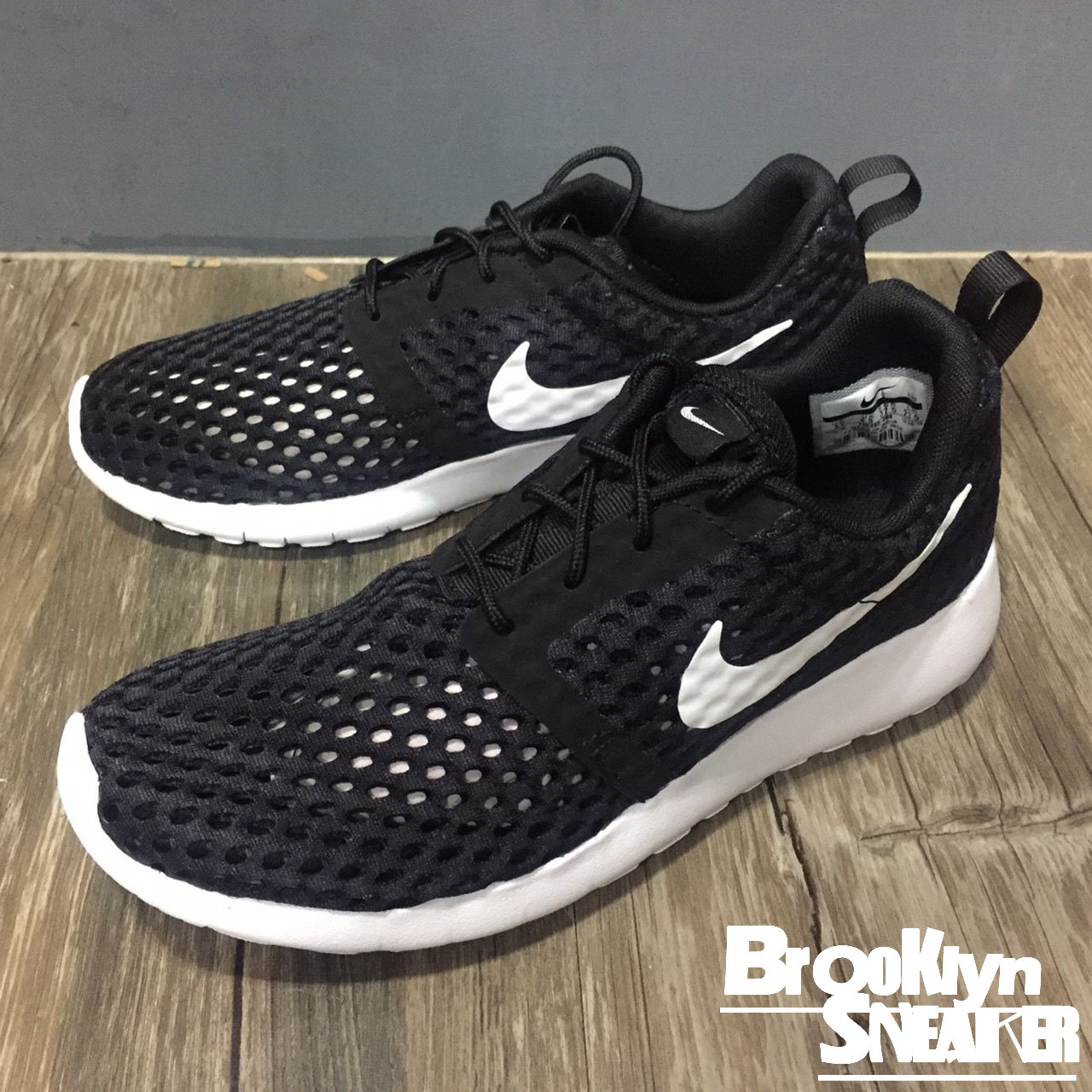 Nike Roshe One Flight Weight GS大童鞋黑白透氣慢跑女布魯克林2017 5月705485-008