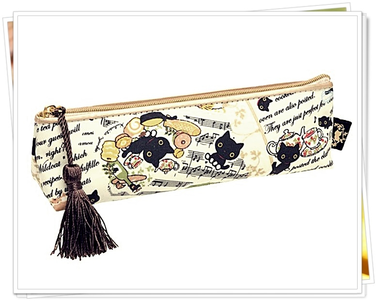 日本正版 懶懶熊系列  靴下貓 防水筆袋 化妝包 三角 小 572835  奶爸商城