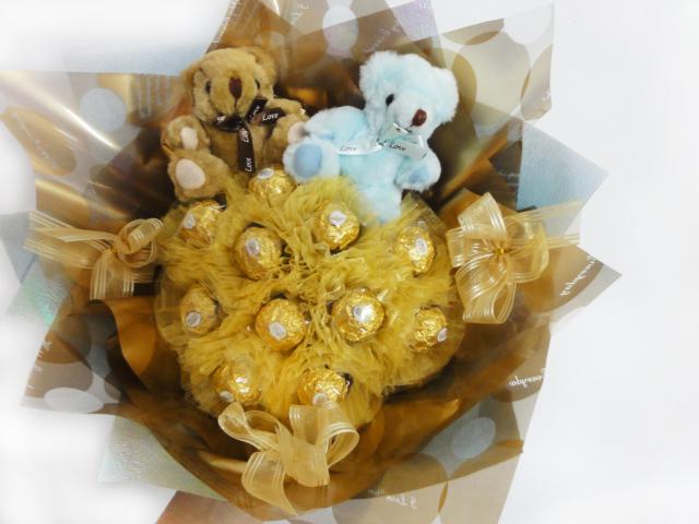 娃娃屋樂園~11朵金莎送對熊每束700元情人節花束情人節禮物金莎巧克力花束熊熊花束