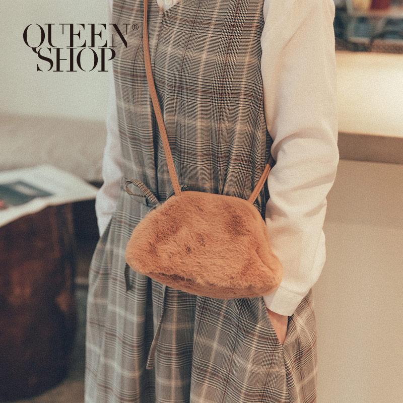 Queen Shop【06010357】柔軟毛毛造型小包 三色售*現+預*