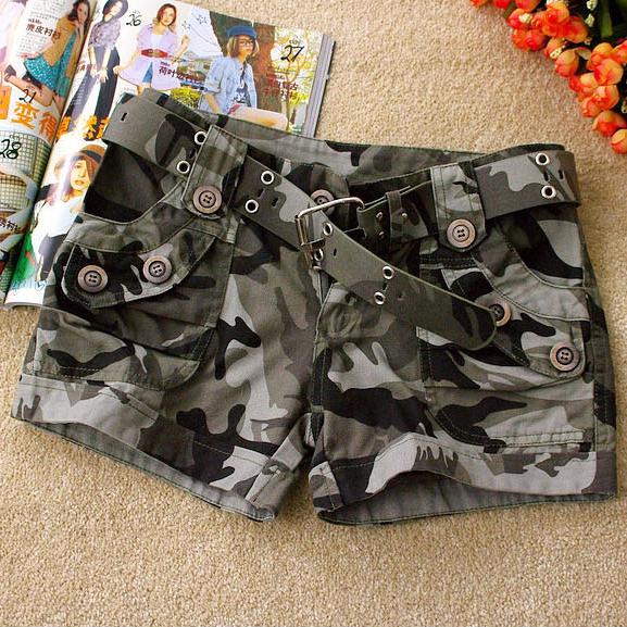 迷彩風 帥氣灰色層次迷彩女式短褲(附迷彩腰帶)