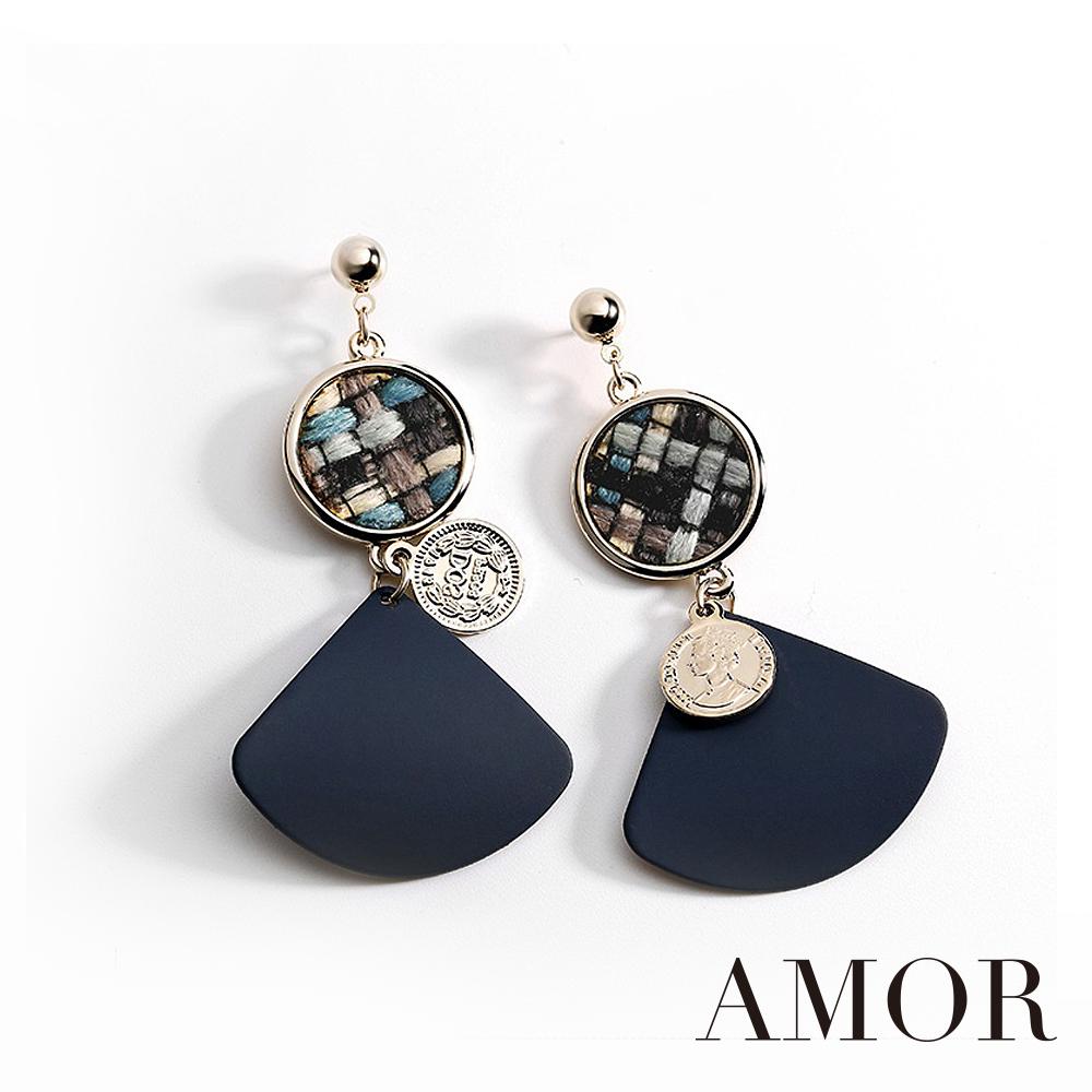 AMOR 布藝絨格子時尚優雅感耳環/耳針