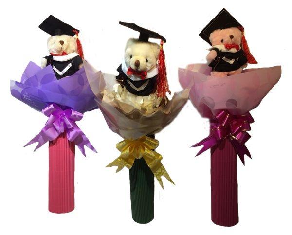 娃娃屋樂園~畢業熊可站立式花束每束200元拍照便宜又好用畢業季歡迎團購畢業熊