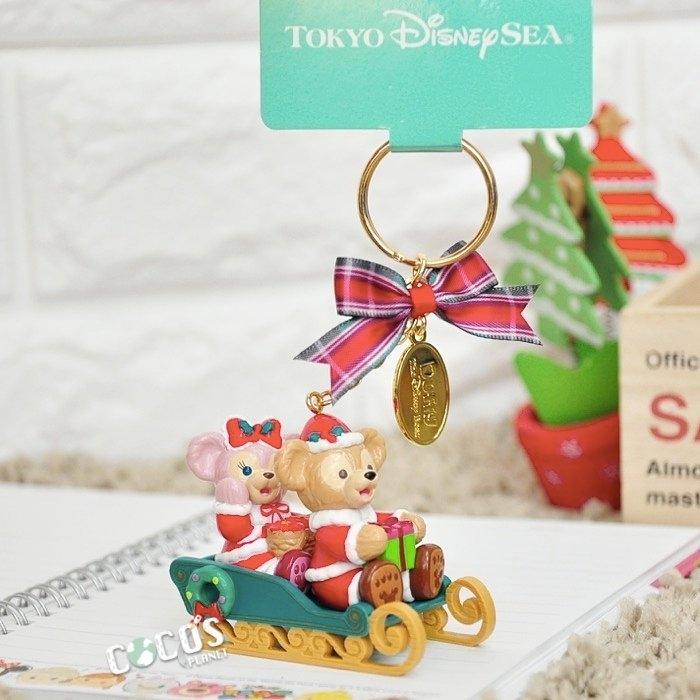 東京迪士尼達菲熊達菲DUFFY雪莉玫聖誕雪橇吊飾掛飾鑰匙圈COCOS TN501