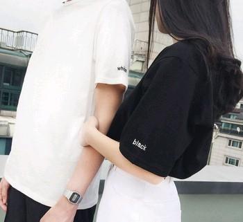 EASON SHOP(GU0572)學院BF風夏季字母刺繡寬鬆圓領棉T短袖T恤男女情侶裝學生班服黑色白色純色M-2XL