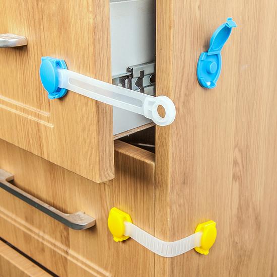 ✭米菈生活館✭【N55】櫃門抽屜加長安全鎖(一入) 兒童 防護 冰箱 櫥櫃 鎖扣 防夾 掉落 保護 黏貼