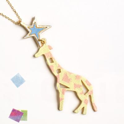 〔APM飾品〕日本Hilaris 蠟筆手繪奇幻樂園長頸鹿項鍊 (黃色系) (粉色系)
