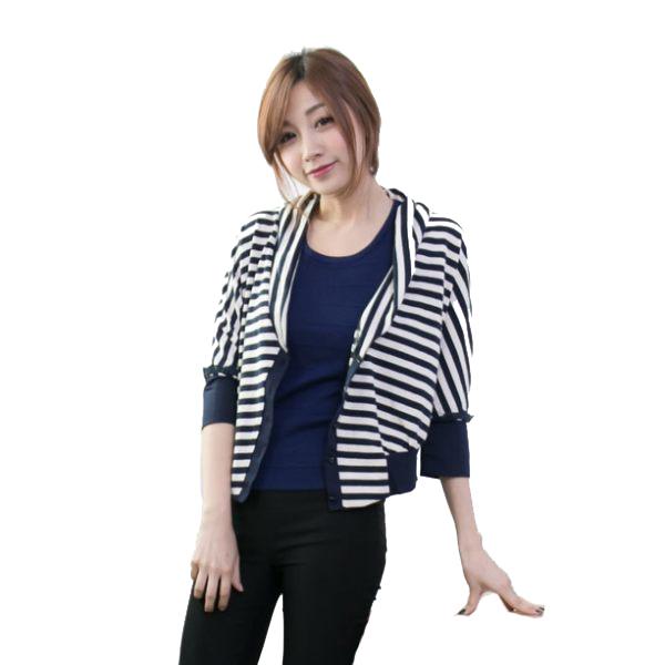 橫條紋五分袖針織短版薄罩衫    [黑 藍] 兩色售 MUC15017
