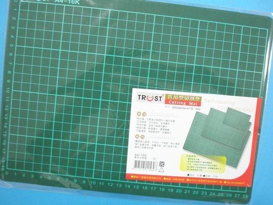 A4切割墊16K切割板30cm x 22cm有格MIT製一片入定60桌墊切割板