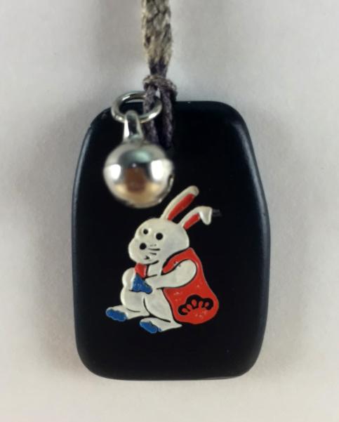 震撼精品百貨日本手機吊飾~招財吊飾-黑色底款-兔子圖案