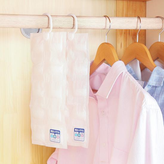 ✭米菈生活館✭【L53-3】掛式乾燥除濕劑(10連包) 重複使用 櫥櫃 衣櫃 霉味 防霉 循環 換季 衣物