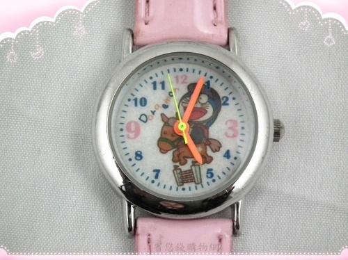《省您錢購物網》全新~【 Doraemon多啦A夢 小叮噹】牛仔造型 亮皮錶 (粉色)