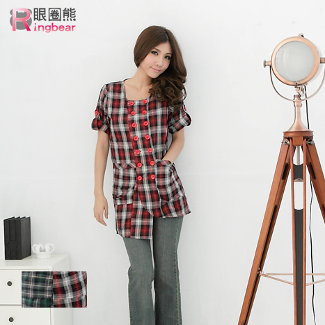 質感長版上衣-輕鬆自然的甜美格紋配色雙排釦反折袖長版上衣外套紅.綠S-XL-U41眼圈熊中大尺碼