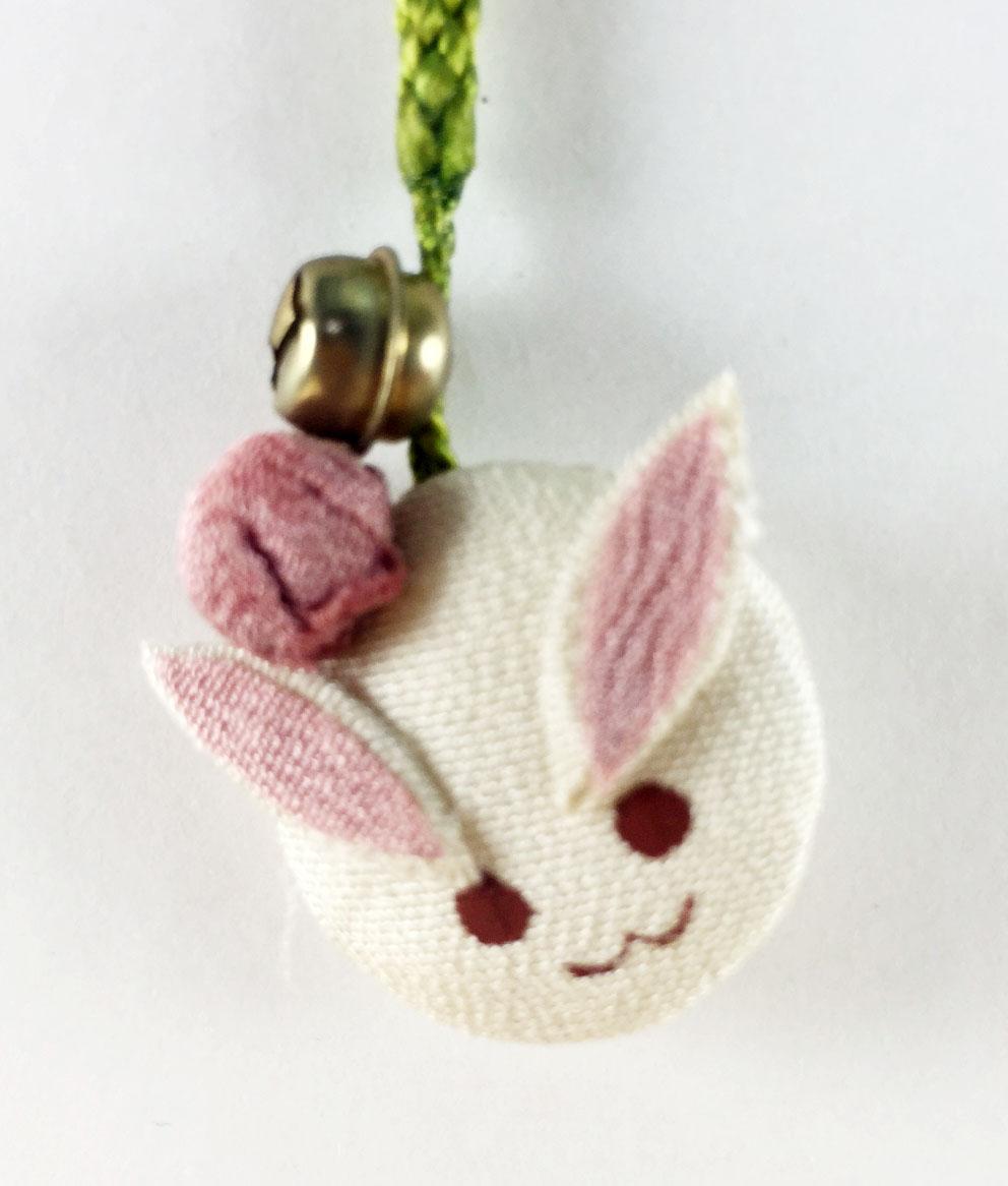 震撼精品百貨日本手機吊飾~和風布料材質-兔子造型-米色