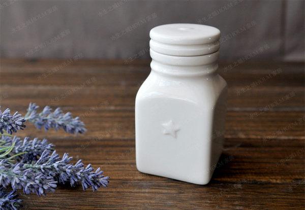 心與星淨白陶瓷方形帶蓋糖果罐2個組