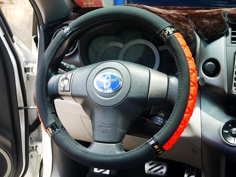 極致VIP立體合成皮革面超纖汽車方向盤套方向盤保護套舒適保護方向盤止滑透氣立體紋路