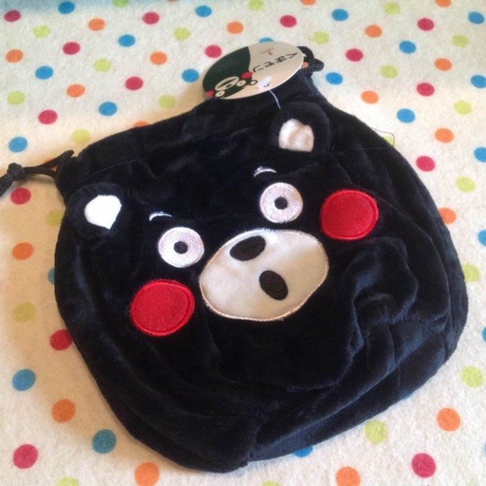 【發現。好貨】日本熊本縣 kumamon 熊本熊 圓柱 立體耳 絨布 束口袋 收納袋 拍得立相機包 化妝包