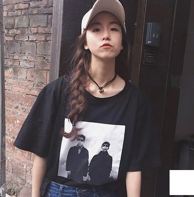 EASON SHOP GU1172實拍-韓版人物照片T圓領短袖T恤情侶款寬鬆顯瘦女學生上衣棉白T黑色潮