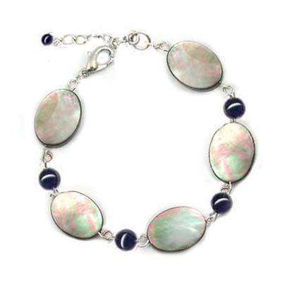 貝殼橢圓形與黑瑪瑙珠手鍊
