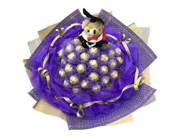 娃娃屋樂園~畢業學士熊33顆金莎巧克力網紗花束每束1200元畢業花束