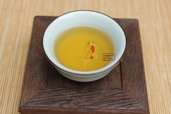 仿古手繪金魚五色普洱杯茶具青瓷浮雕魚高底反口杯