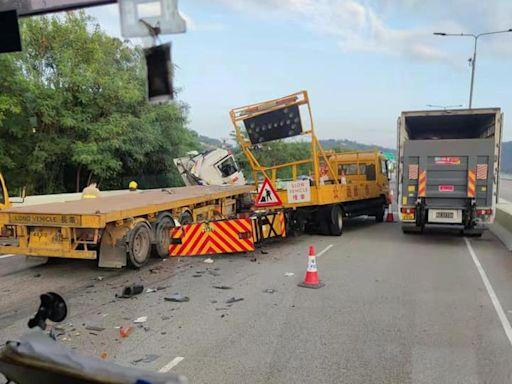 【交通意外】港深西部公路貨櫃車失控撞工程車 司機受傷送院 - 香港經濟日報 - TOPick - 新聞 - 社會