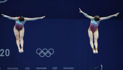 Chinese duo easily win 1st diving gold of Tokyo Olympics