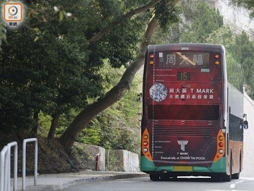 山路巴士屢撞枝葉 工會籲報警處理