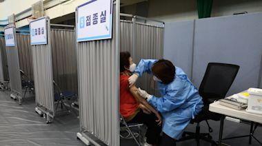南韓護工打AZ疫苗後四肢麻痺 政府挨批資訊不透明   蘋果新聞網   蘋果日報