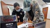 伯伯為照顧老伴堅持考車牌 成南京首位70歲以上持駕駛證長者