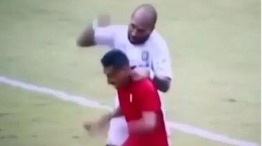 足球●今日體片|打人後扮無辜 印尼後衞膺世界級影帝 | 蘋果日報