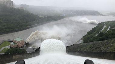 石門水庫洩洪了半座水庫 德基水庫1夜蓄水量進帳266萬噸--上報