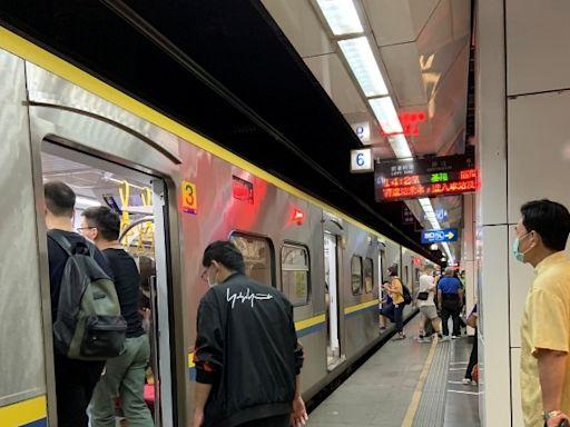 雙北捷運、台鐵區間車啟動人流管制!大眾運輸候車區全面禁食