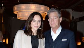 Kat McPhee cuts David Foster's hair during Instagram video