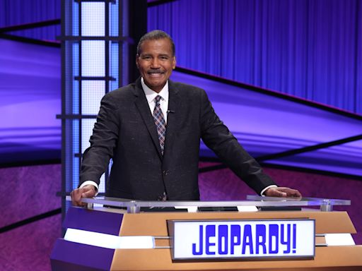 The best and worst 'Jeopardy!' guest hosts, from Savannah Guthrie to Mayim Bialik