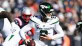 New York Jets QB Zach Wilson knocked out of game with knee injury