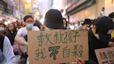 受困理大台高二生離校移送 香港父母靜坐盼「救救孩子」