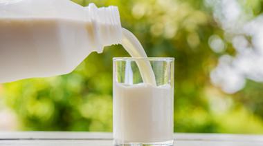 牛奶補鈣效果比豆漿、黑芝麻強!低脂、全脂牛奶哪個好?