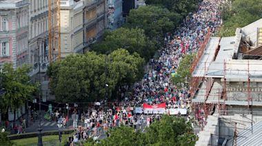 復旦分校風波|近萬匈牙利人示威反對建復旦分校 斥政府賣國 | 蘋果日報