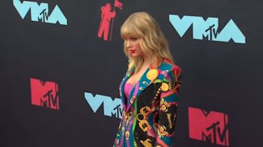 Taylor Swift 'not allowed' to perform at awards amid music row