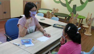照顧聽障生學習 教育部採購250萬片透明口罩供特教師使用 - 工商時報