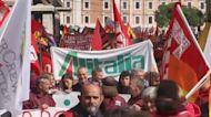 Los trabajadores de Alitalia lideran la huelga general en Italia