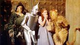 失蹤近50年終於尋獲!《綠野仙踪》著名藍白格紋裙重見天日 - 自由電子報iStyle時尚美妝頻道